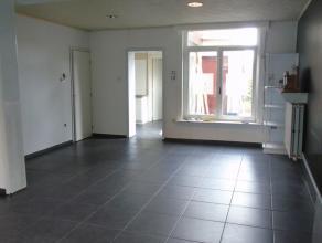 Hoekwoning in de buurt 'Schorvoort' nabij het centrum van Turnhout.De woning omvat een ruime woonkamer, keuken, badkamer met douche, 3 slaapkamers (wa
