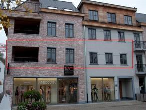 Prachtig, met hoogwaardige materialen afgewerkt appartement van +/- 150 m² met een terras achteraan van 40 m² en vooraan van 16 m². Zee
