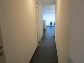 Recent appartement op de eerste verdiepingLigging: Het appartement is gelegen in het centrum van Herentals. Supermarkt, scholen, winkelstraat, station