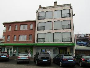 Appartement op toplocatie met ruime liftLigging: Centraal.In de onmiddellijke omgeving van winkels, scholen, station, ...Indeling: Leefruimte met open