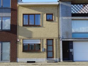 Knusse eengezinswoning met 2 slaapkamers en zonnige tuinLigging: Gunstig gelegen te Deurne nabij belangrijke verbindingswegen. Openbaar vervoer, winke