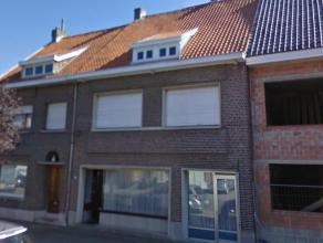 Ruim te renoveren woning met wegenis.Ligging: In het centrum van Bouwel, op korte afstand van winkels en station.Omschrijving: De woning omvat een ink