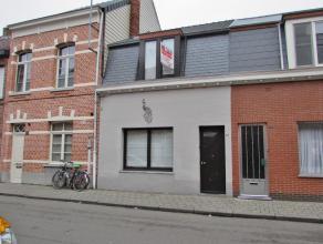 Ruime stadswoning met mooie tuinLigging: Gelegen tegen het centrum van Turnhout in de omgeving van openbaar vervoer, scholen en winkels. Indeling: Gel