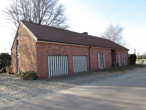 Mooi gelegen boerderij op een perceel van 1136 m²! Er is mogelijkheid om nabij gelegen landbouwgronden bij aan te kopen met een oppervlakte van 5