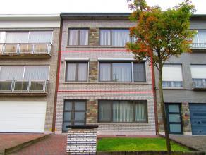 Mooi instapklaar en energiezuinig 2-slaapkamer appartement gelegen in een rustige buurt rond Merksem.Ligging: centraal nabij het centrum vanMerksemmet