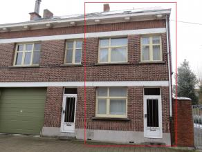 Deels gerenoveerde stadswoning met tuin en 3 slaapkamers gelegen tegen het centrum van Turnhout. Deze woning bevindt zich in de omgeving van openbaar