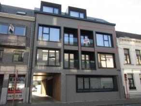 Gerenoveerd duplex appartement met 2 slaapkamersLigging: Gelegen in het centrum van Herentals.Op wandelafstand van de Grote Markt, de winkelstraat, su