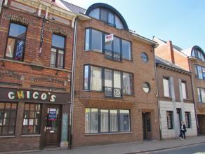 Ruim gelijkvloers appartement met tuin en garageboxLigging: op een zeer centrale ligging nabij de markt van Turnhout. In de nabije omgeving treft u wi