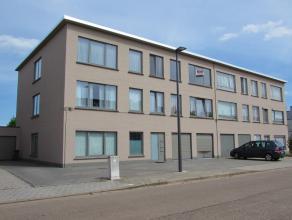 Mooi licht 2 slaapkamer appartement Ligging: Gelegen vlakbij het centrum van Turnhout in een rustige straat.Indeling: Inkomhal, leefruimte, keuken, ba