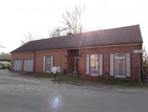 Mooi gelegen woonhuis op een perceel van 1139m².<br /> Prachtig gelegen tussen de velden, doch nabij centrum Retie.<br /> Indeling:<br /> Gelijkv
