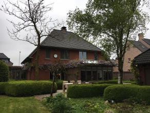 INSTAPKLAAR !Stijlvolle villa op 1.358m² grond op enkele automin. van het bruisende Hoogstraten. De woning is in 2005 volledig gerenoveerd waaron