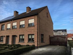 """Zeer gerieflijke en comfortabele eensgezinswoning op +/- 432 m² grond. De woning ligt op 200 m van het centrum een zeer geliefde straat nl. """" de"""