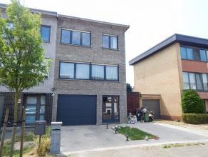 Zeer energie zuinige beletagewoning met grote tuin en 2 garages<br /> Ligging: Rustige woonwijk, dicht bij openbaar vervoer en vlotte verbinding A4 ri