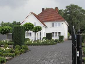 Gerenoveerde villa metvier slaapkamers en een prachtige tuin. Rustiggelegen met veel privacy, doch vlakbij het centrum van Meerhout.Indeling:Inkomhal