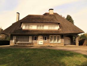 Prachtige en karaktervolle woning op een perceel van 3115 m². Ideaal gelegen in het centrum van Meerhout, maar toch met alle nodige rust en priva