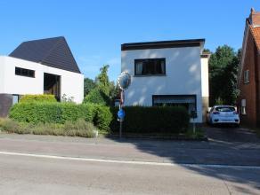 Een instapklare woning met een grote tuin aan de rand van Mechelen.Ligging: De woning is rustig gelegen aan de rand van Mechelen, doch kort tegen de v
