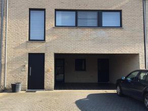 Rustig gelegen gelijkvloers appartement vlakbij het centrum van Herenthout. <br /> Winkels, scholen, bushalte e.d zijn op wandelafstand, en op 5 min.