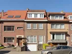 Charmante en grote woning in een goed gelegen buurt op een mooi ZW-perceel van 332 m² met een mooie diepe stadstuin.<br /> Op wandelafstand van h