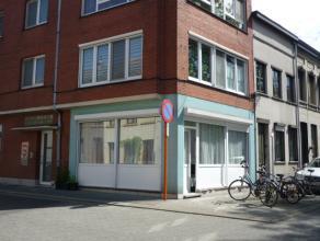 Gelijkvloers appartement met o.a. 2 slaapkamers en koer.<br /> Momenteel verhuurd voor 600 euro per maand aan rustige, correct betalende huurders.<br