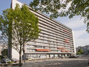 Instapklaar appartement met 2 liften op de twaalfde verdieping met drie slaapkamers op een centrale ligging te Merksem !<br /> Dit appartement omvat e