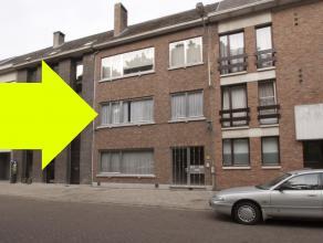 Instapklaar appartement op de eerste verdieping van een gebouw met 3 appartementen. Met 2 slaapkamers en een ruim terras.<br /> Ideaal gelegen op &eac