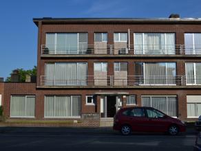 Dit zeer aangenaam en knus appartement is gelegen te Lier en omvat: living, salon, 2 slaapkamers, bureau (mogelijkheid 3de slaapkamer, nachthal, badka