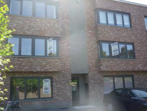 Nieuwbouwappartement op de eerste verdieping  met o.a. twee slaapkamers en leuk terras. Gemeenschappelijke kosten bedragen 30 euro. Mogelijk om bijkom