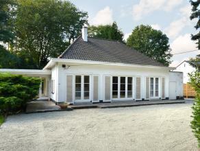Deze te renoveren villa is gelegen in een residentiële buurt, op een uiterst rustige en groene locatie te Bonheiden.<br /> <br /> De woning, dewe