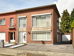Instapklare, volledig vernieuwde en zeer ruime gezinswoning met o.a. 3 slaapkamers, bureel, garage, overdekt terras en tuin.<br /> EPC = 552.<br /> El