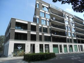 Splinternieuw en instapklaar appartement met o.a. 2 slaapkamers, terras en lift. Er is mogelijkheid tot bijhuren garagestaanplaats voor € 75/maand. Ui