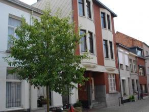 Instapklaar appartement met één ( mogelijk 2 ) slaapkamer en terras. EPC = 286. Uitstekende ligging. Voor verdere info of afspraak bel 0