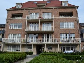 Dit schitterend afgewerkte appartement is gelegen op wandel afstand van de jachthaven van Herentals en omvat: inkomhal, living, salon, open keuken, 1