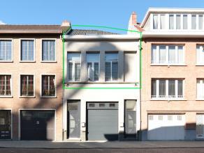 Instapklaar en volledig gerenoveerd duplex appartement met o.a. 3 ruime slaapkamers.<br /> Gelegen op een uitstekende locatie!<br /> Klein beschrijf m