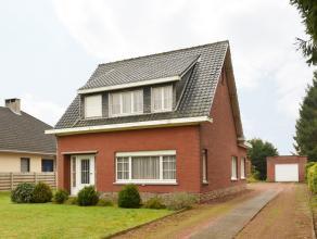 Te renoveren gezinswoning met o.a. 3 slaapkamers, garage en tuin op een perceel met een totale oppervlakte van 1247 m².<br /> Landelijk gelegen o