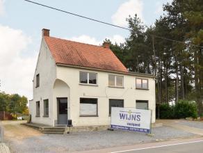Deze zeer ruime, deels gerenoveerde woning met handelspand en ruime achterbouw is gelegen op een groot perceel van 1206 m².<br /> Er zijn hier ta