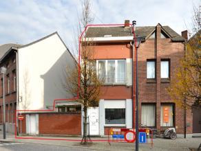 Te renoveren woning met o.a. 2 ruime slaapkamers, kelder, zolder met vaste trap (3de slaapkamer mogelijk) en terras.<br /> Uitstekende locatie!<br />