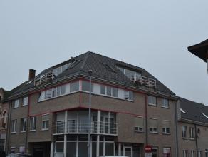 Dit appartement is gelegen nabij de markt van Herenthout en omvat: Ruime living/eetplaats, open keuken, apart toilet, badkamer, 2 slaapkamers, berging