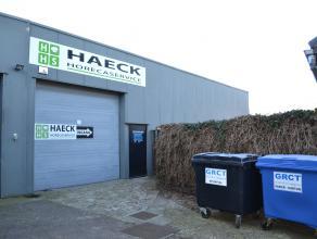 Dit magazijn is gelegen in het industrieterrein (klein Gent - Wolfstee) net naast oprit €313. Aparte ingang en ruime (inrij)poort van 2.2 hoog en 2.7