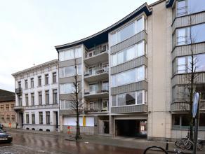Dit volledig gerenoveerd gelijkvloers appartement is voorzien van: keuken, badkamer, één slaapkamer en woonkamer.<br /> Uitstekend gele