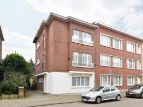 Dit leuke gelijkvloers appartement is goed gelegen in een residentiële buurt van Wilrijk in een klein appartementsgebouw met 3 wooneenheden. <br