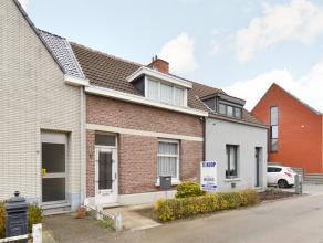 Te renoveren woning met o.a. 2 ruime slaapkamers, kelder, terras en tuin.<br /> Gelegen in een doodlopende straat !<br /> Klein beschrijf mogelijk.<br