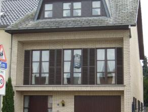 NIEUW : Instapklare gezinswoning nabij centrum van Mol. Rustig wonen met achteraan klein terras & tuintje grenzend aan veranda. GLVL : Inkomhal me