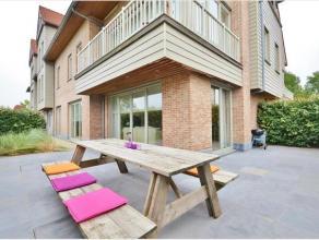 Dit prachtig appartement, met grote tuin en aangelegd terras, ligt vlakbij het strand van Zeebrugge. Daarbovenop is het recent appartement tot in de p