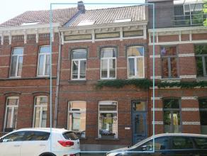 karaktervol herenhuis met grote garage, bereikbaar via de Zandstraat, en met diepe zuidgerichte tuin - 5 à 6 slaapkamers - deze ruime, praktisc