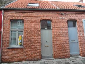 Veldstraat 35 : euro 625- charmante, volledig gerenoveerde en instapklare rijwoning met gezellige stadstuin - indeling: living, keuken, badkamer met l