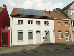 Pal in het centrum van Oosthoven gelegen ruime lichte woning met 4 slaapkamers en grote zonnige tuin op wandelafstand van scholen, winkels, openbaar v