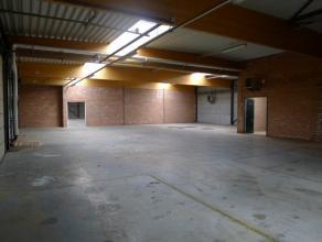 Het betreft een geïsoleerde magazijnruimte met een oppervlakte van 420 m² + een ingerichte kantoorruimte van 18 m², dat deel uitmaakt v