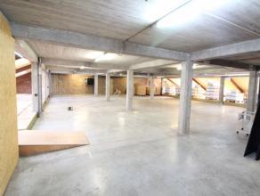 Deze multifunctionele ruimte gelegen op de eerste verdieping heeft een oppervlakte van 540 m² en is geschikt voor bv: opslag, loftkantoor, ... De