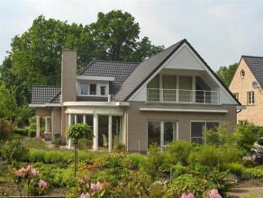 Zeer goed onderhouden villa met 3 slaapkamers, ruime woonkamer, open keuken en bureauruimte op een mooi perceel van 1056 m² in een rustige omgevi