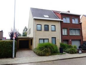 Hedendaagse en instapklare woning met vier slaapkamers in een kindvriendelijke buurt, gelegen binnen de ring van Turnhout. Ligging: de Elf Novemberlaa